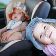 (c) Fotolia - enfants en voiture