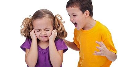 Cinq astuces pour se débarrasser des conflits dans la fratrie